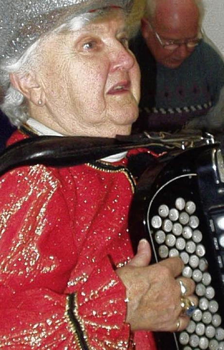 Regina Glatz, auch mit 85 unermüdlich im musikalischen Einsatz.  | Foto: Wolfgang Meyer