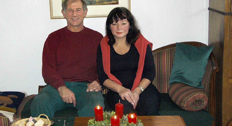Fürs Baumschmücken ist Dieter Rösch zuständig.    Foto: Verena Gutwein