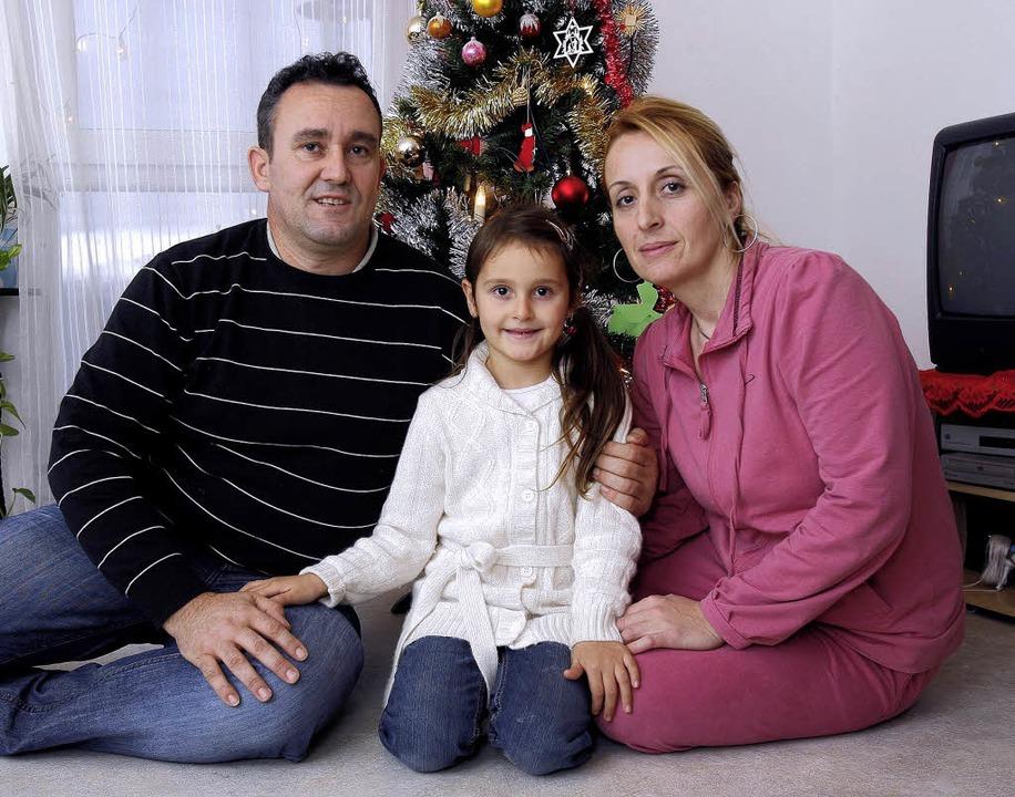 Izidor und Viktore Ransi mit Töchterchen  Verona   | Foto: Peter Heck