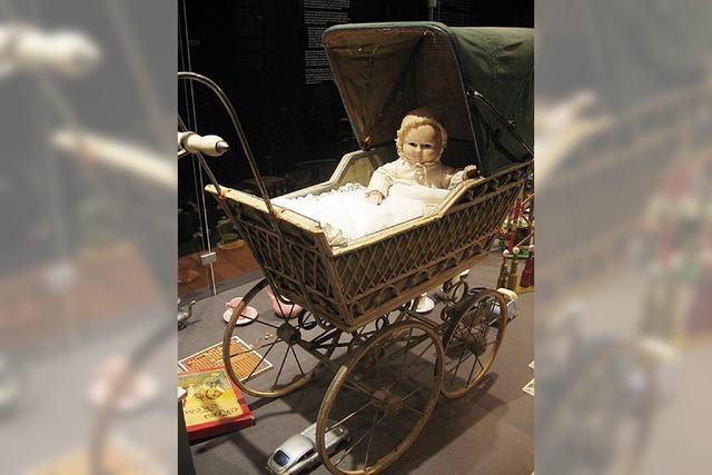 Das Christkind und der alte Puppenwagen