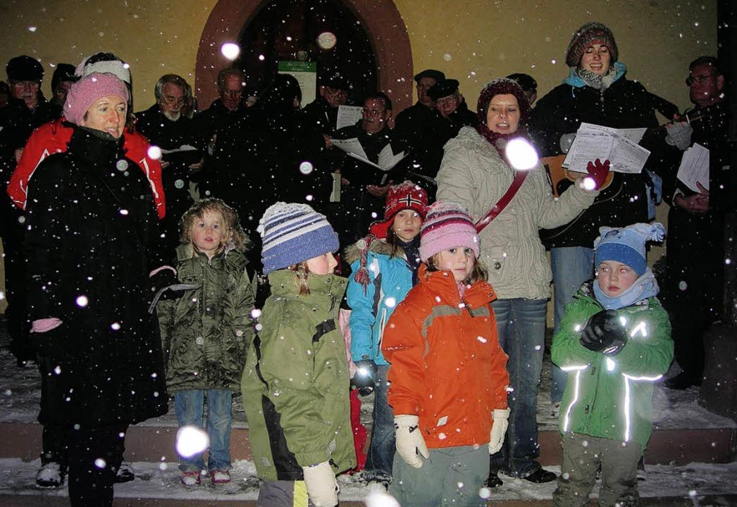 Weihnachtslieder im Schnee - Rümmingen - Badische Zeitung