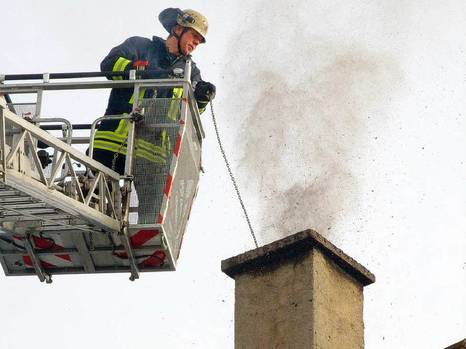 Am Dienstagnachmittag wurde die Feuerwehr noch zu einem Kaminbrand alarmiert.    Foto: Konrad Benitz