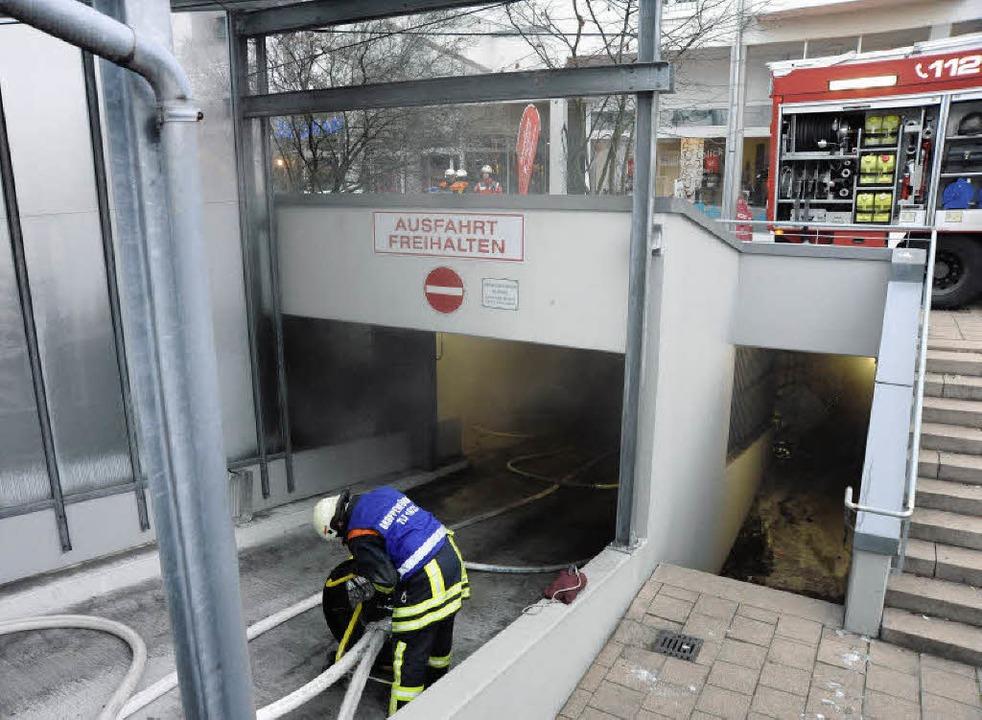 Qualm drang an beiden Fahrzeugrampen a...zten  Belüfter dann Wirkung zeigten.    | Foto: MARKUS ZIMMERMANN-DÜRKOP