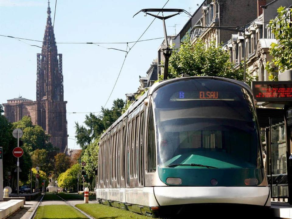 Noch fährt die Tram nicht von Straßbur...ber die Pläne liegen dafür schon  vor.  | Foto: dpa