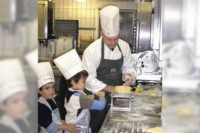 Kinder stellten Maultaschen selber her
