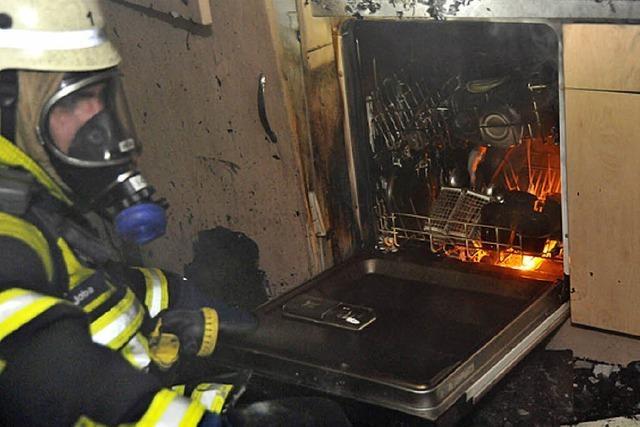 Küche stand in hellen Flammen