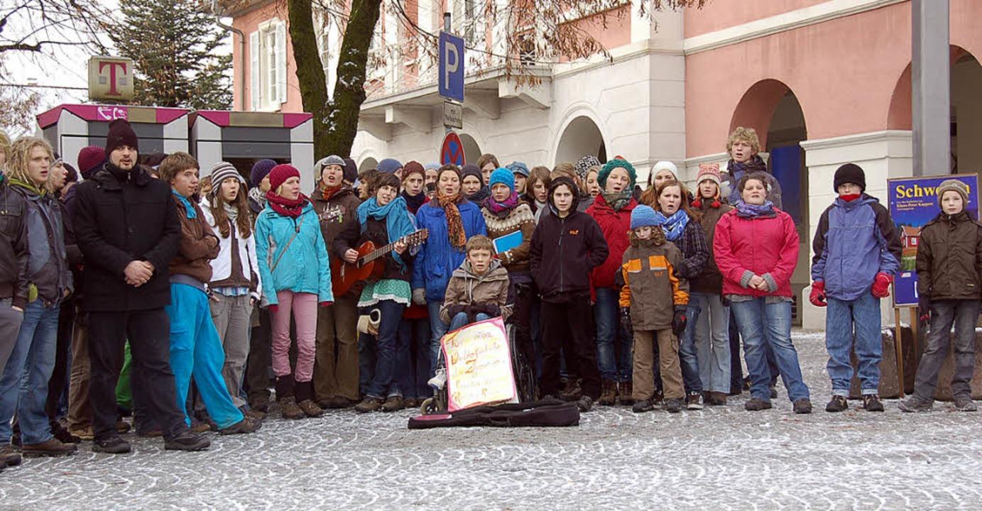 Tanzen  und Singen  für  einen  guten ...  auf  dem  Schopfheimer  Marktplatz.   | Foto: Alannah Fiedler