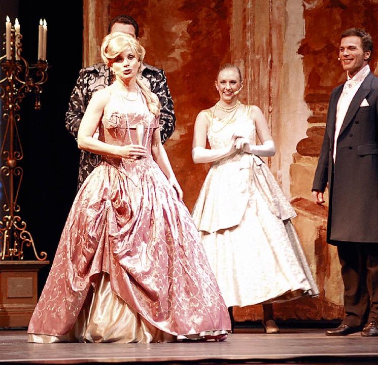 Szene mit Deborah Sasson (links) und Joachim Sautter als Raoul    | Foto: Mink