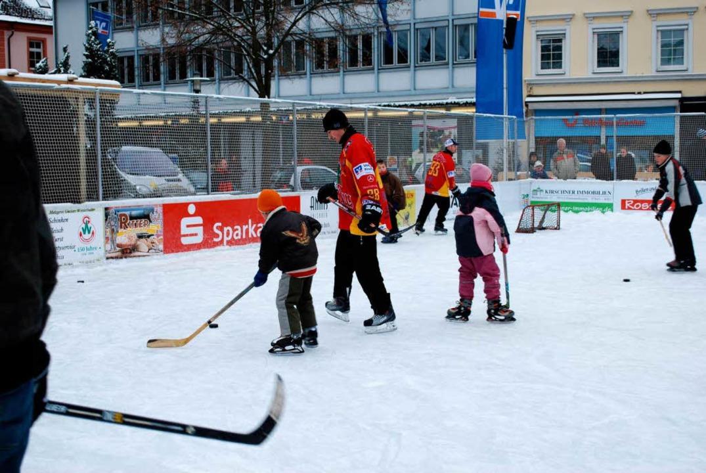 Die Wölfe Freiburg waren begehrte Trainingspartner auf der Eisbahn  | Foto: Sylvia-Karina Jahn