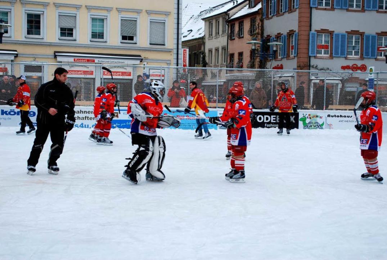 Der EHC-Nachwuchs zeigte auf dem Eis, wie's geht.  | Foto: Sylvia-Karina Jahn