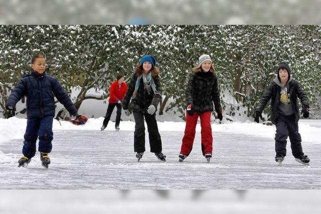 Zum Schlittschuhlaufen ist das Eis noch zu dünn