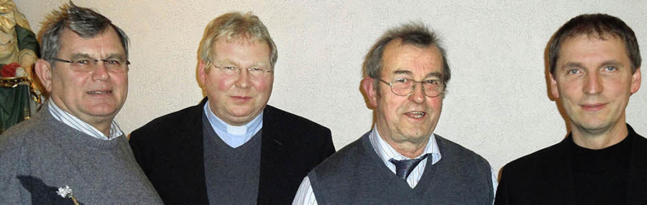 Stadtpfarrer Matthias Kirner (Zweiter ...ks), Manfred Henle und Michael Donkel     Foto: Hansjörg Bader