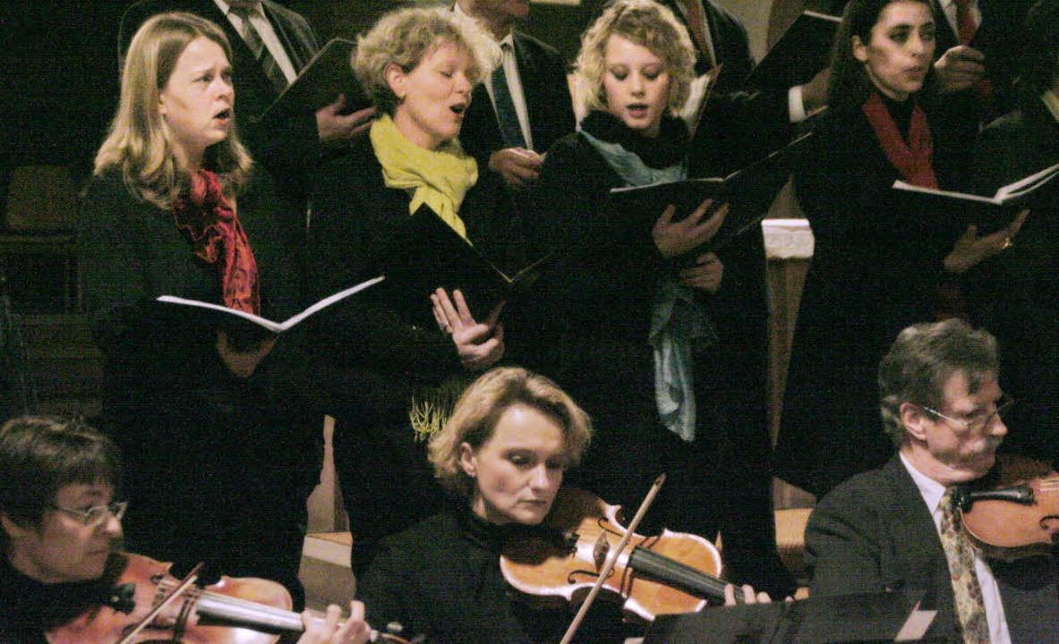 Der neu formierte Kammerchor Ettenheim...  Choreografie   für Aufmerksamkeit.    | Foto: Sieberts