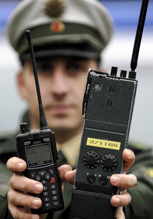 Handlicher, mehr Reichweite, bessere Q...en sich auf moderne Digitalfunkgeräte.  | Foto: dpa