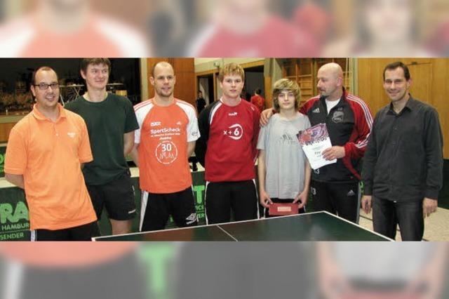 Favoritensiege beim Tischtennisturnier