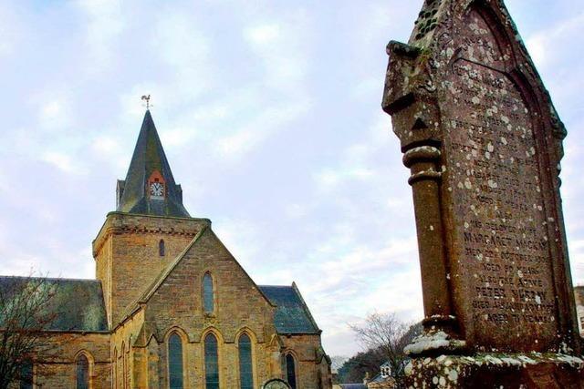 Gemobbter englischer Priester geht vor Gericht