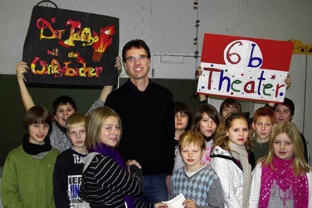 Der Lehrer schrieb das Stück, die Klasse brachte es auf die Bühne