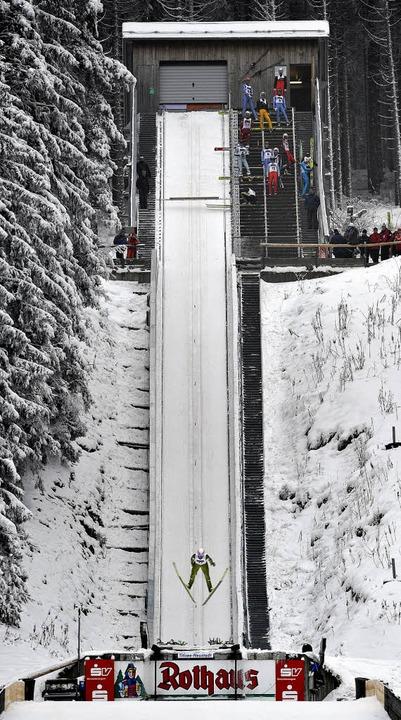 Eine Schanze, die keine Wünsche offen ...al war  auf Weltcup-Niveau präpariert.  | Foto: Patrick Seeger