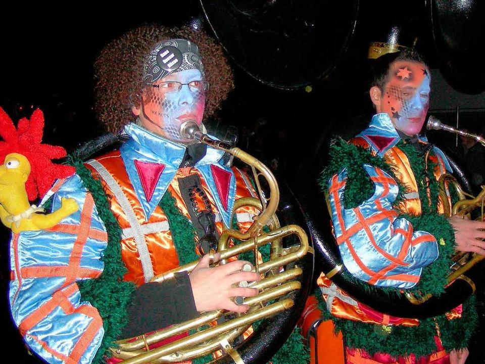 Schräge Töne, schrille Aufmachung beim...lumzug zum Gottenheimer Gugge-Festival  | Foto: Mario Schöneberg