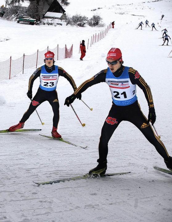 Positionskampf auf der Weltcup-Strecke... Oberstdorf (links) und Christian Arlt  | Foto: junkel
