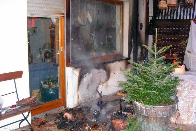 Feuer auf einer Terrasse in Rammersweier