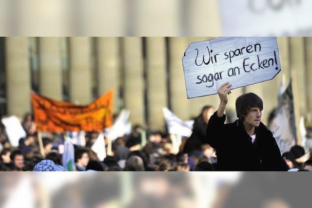 Demonstranten fordern mehr Geld für freie Schulen