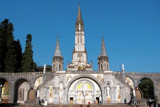 Pilger fahren nach Lourdes und Rom