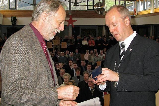Ehrennadel des Gemeindetages für Manfred Burgert