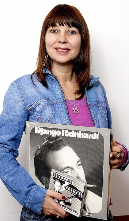 Musik liegt in der Familie: Susie Reinhardt mit Django-Platten.   | Foto: christiane stephan
