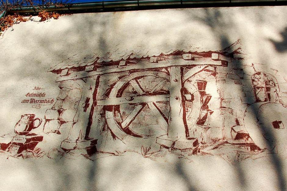 Ein Fassadengemälde des Malers Julius Kibiger, das mit der Scheune verschwinden wird. (Foto: Katharina Meyer)