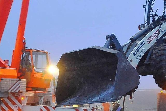 LKW-Anhänger kippt: Stau auf Zubringer-Mitte