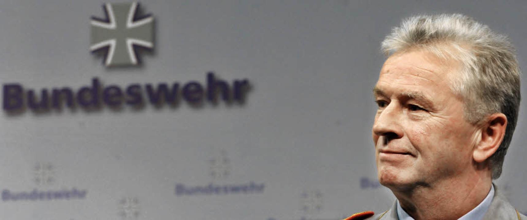 Deutschlands erster Soldat: Generalinspekteur Volker Wieker   | Foto: dpa