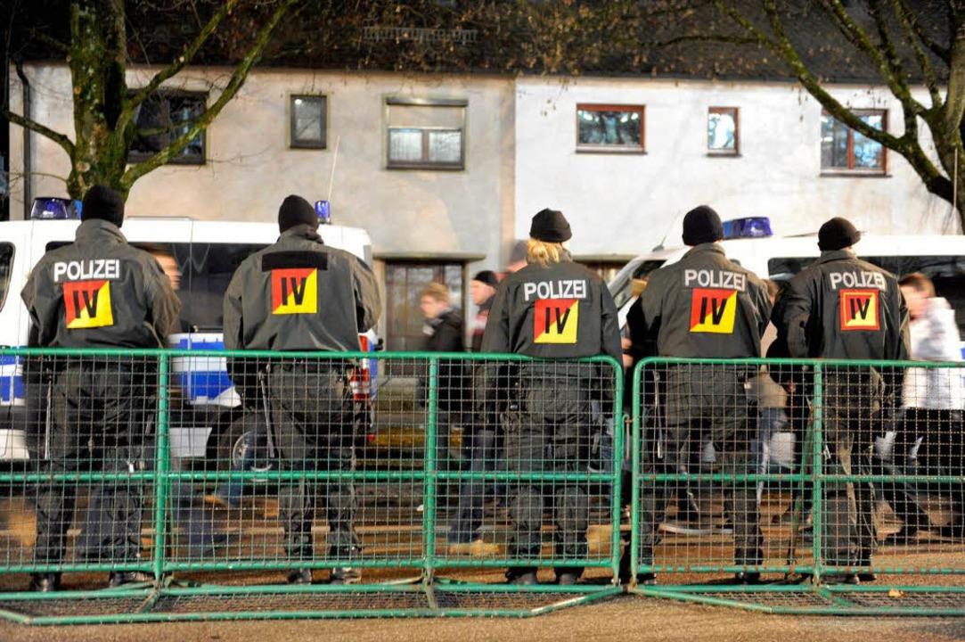 Viel Polizei beim Spiel SC gegen VfB.  | Foto: Patrick Seeger