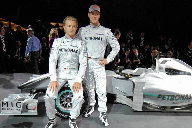 Mercedes enthüllt mit Schumacher Silberpfeil