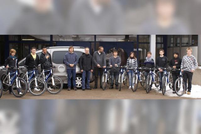 Zehn Fahrräder für die Mountainbike AG