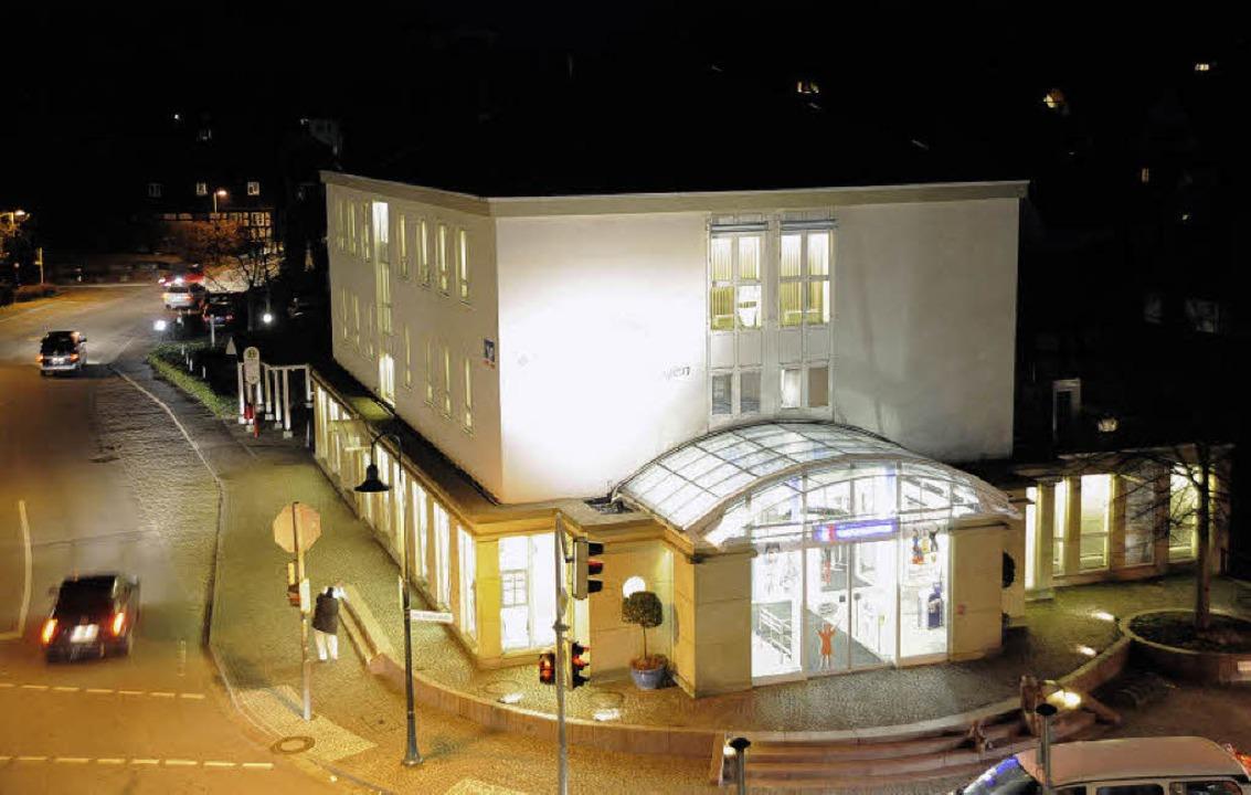 Die Raiffeisenbank Gundelfingen - hier...ten des Finanzmarkts gut sehen lassen.  | Foto: Zimmermann-Duerkop