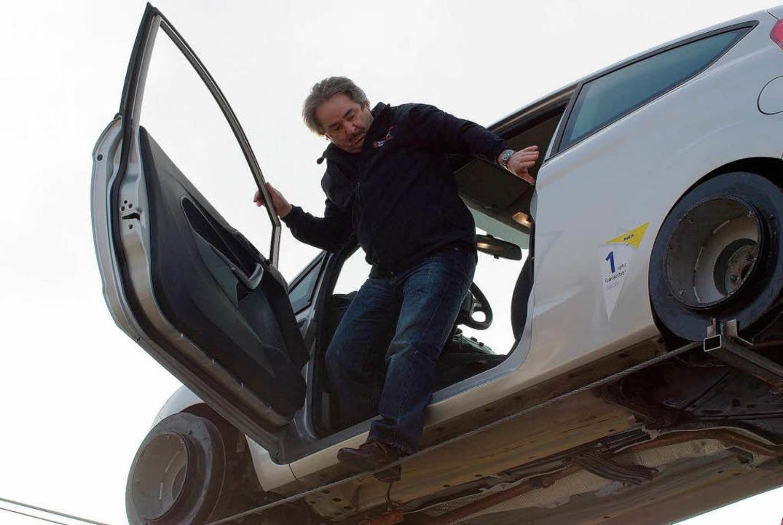 In luftiger Höhe: Johann Traber im Auto  | Foto: Hans Christof Wagner