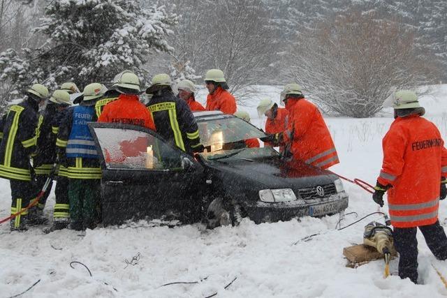 Winter entlang der B31: Sechs Unfälle in 94 Minuten