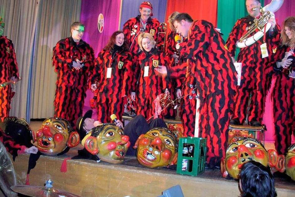 Buntes Programm, Musik, Tanz und Kasperletheater beim Hotzenneunerratsabend in Görwihl.