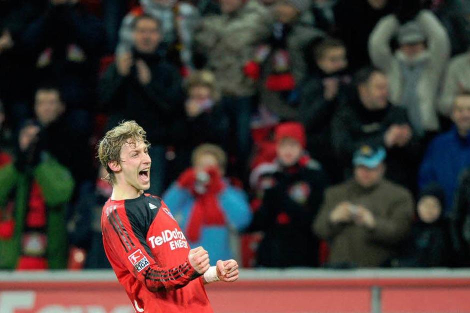 Leverkusens Stefan Kießling feiert seinen Treffer zum 1:0. (Foto: dpa)