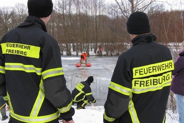 Feuerwehr rettet Hund aus Reutemattensee