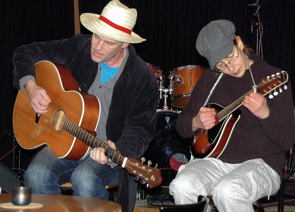 Das Duo Sunny Strike überzeugte mit seinen Gitarrenklängen  | Foto: Sebastian Böhme