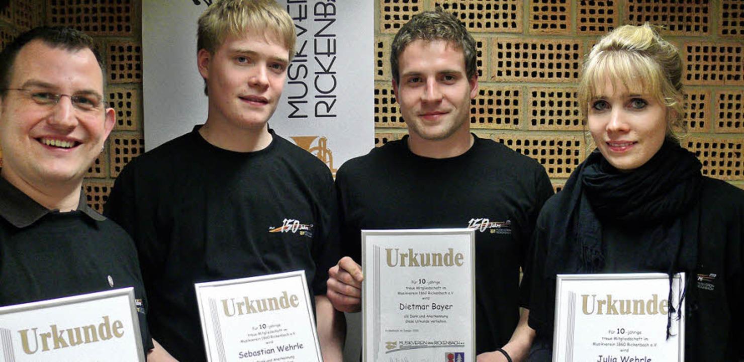 Für ihre treue Mitgliedschaft im MV Ri...ulia Wehrle für zehn Jahre (von links)  | Foto: Saskia Baumgartner