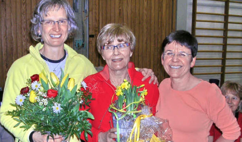 Lilo Schmidt (Mitte) wurde verabschied...tta Wielath sind ihre Nachfolgerinnen.  | Foto: Claudia Gempp