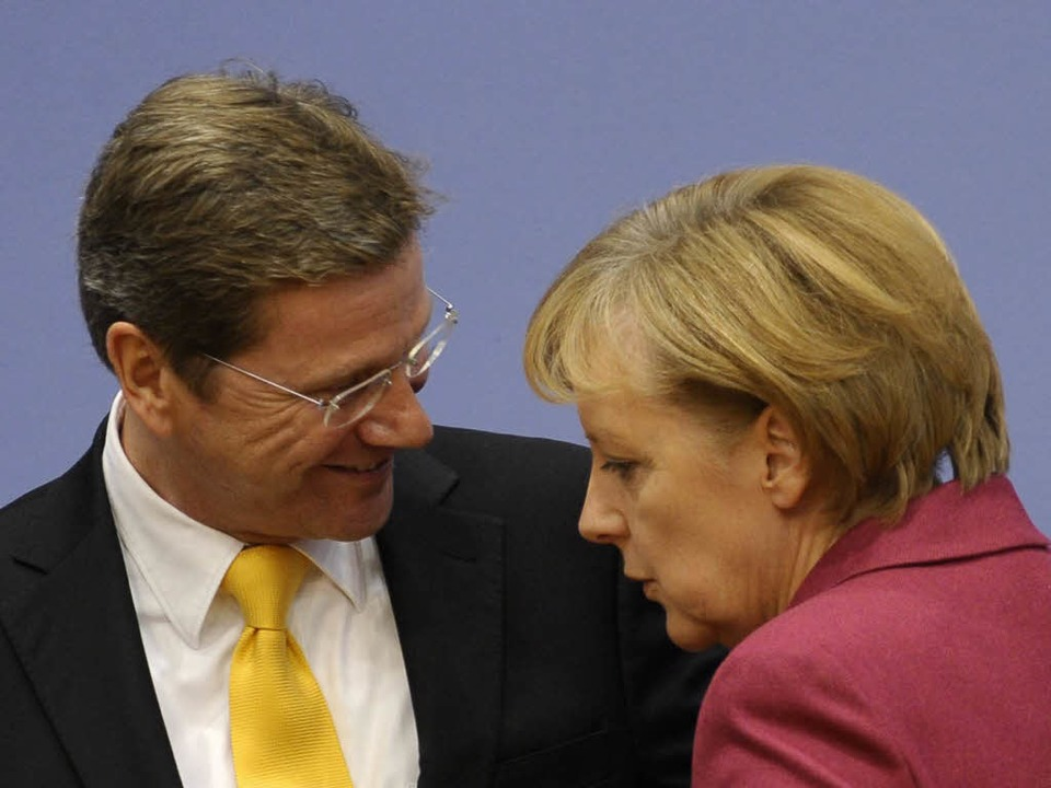 Angela Merkel (CDU) mit FDP-Koalitionspartner Guido Westerwelle.  | Foto: ddp
