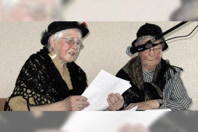 Senioren feiern fröhlich
