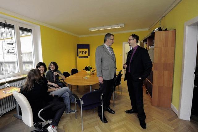 Neue FDP-Geschäftsstelle: Gelbe Kabel, blaue Stühle