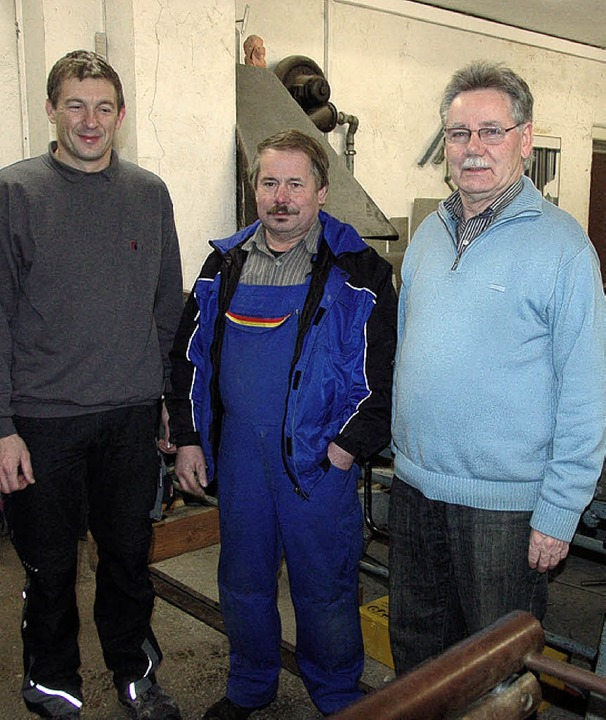 Dreimal Hubert: Arbeitsjubilar Hubert ...nd seinem früheren Chef Hubert Mayer.   | Foto: Bernd Fackler
