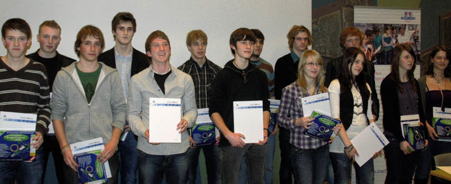 Diese 14 Schüler und Schülerinnen des ...adt erfolgreich  abgeschlossen haben.   | Foto: annemarie zwick