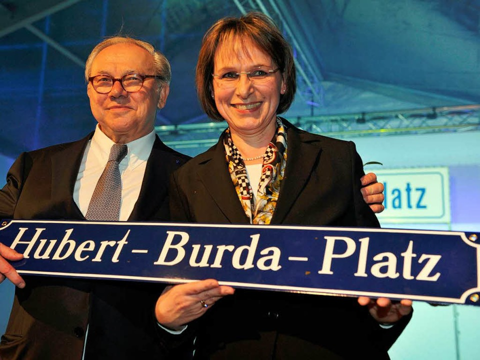 Hubert Burda und Offenburgs Bürgermeisterin Edith Schreiner.  | Foto: dpa